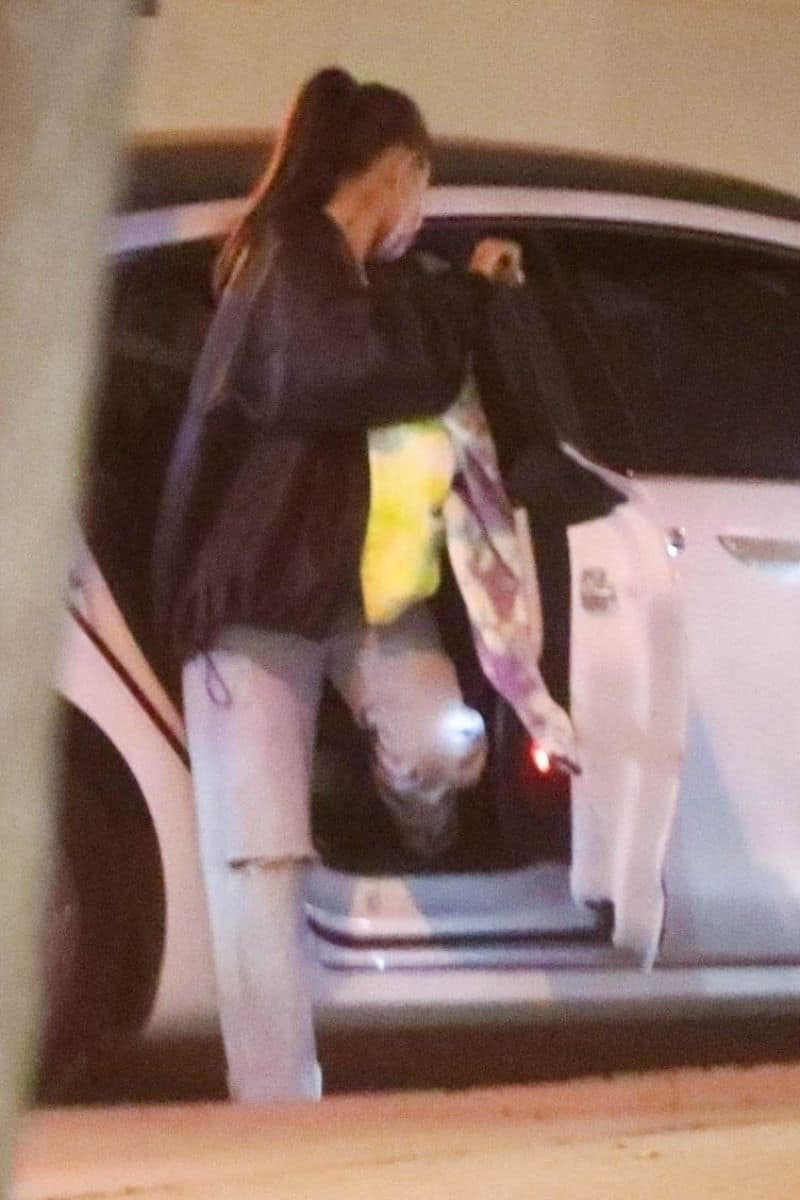 Ariana Grande Out in Casual Clothes with Friends in LA