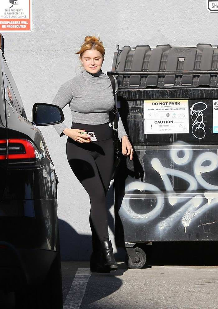 Ariel Winter in a Gray Turtleneck Out in LA With Her BF