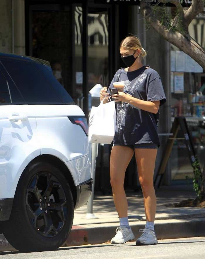 Ashley Tisdale Displays her Legs in Short-cycling Shorts