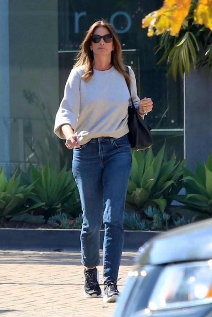 Cindy Crawford Makes a Quick Visit to Her Malibu Cafe