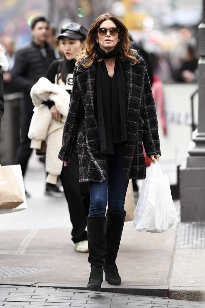 Cindy Crawford Out for Lunch in NYC