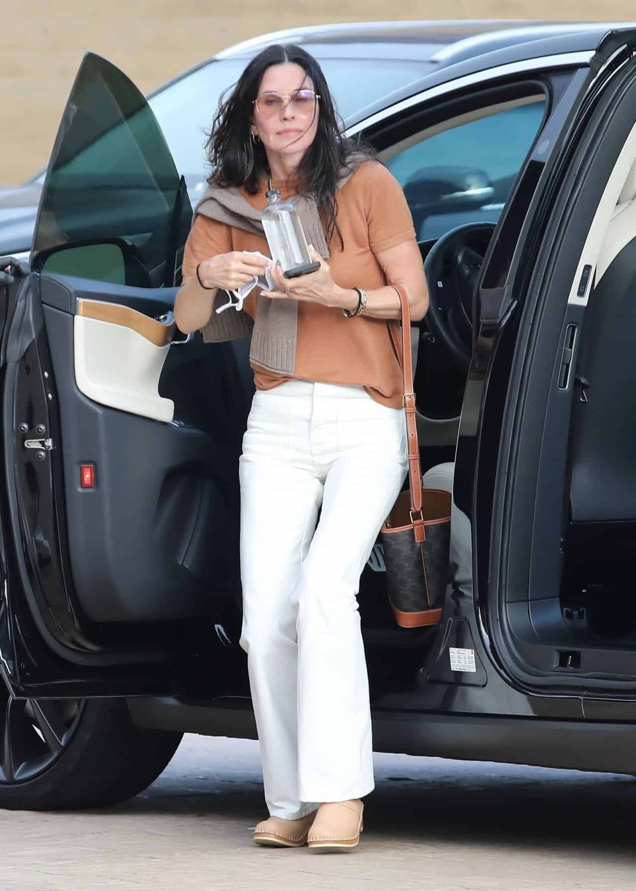 Courteney Cox Out for Lunch in Nobu Restaurant in Malibu