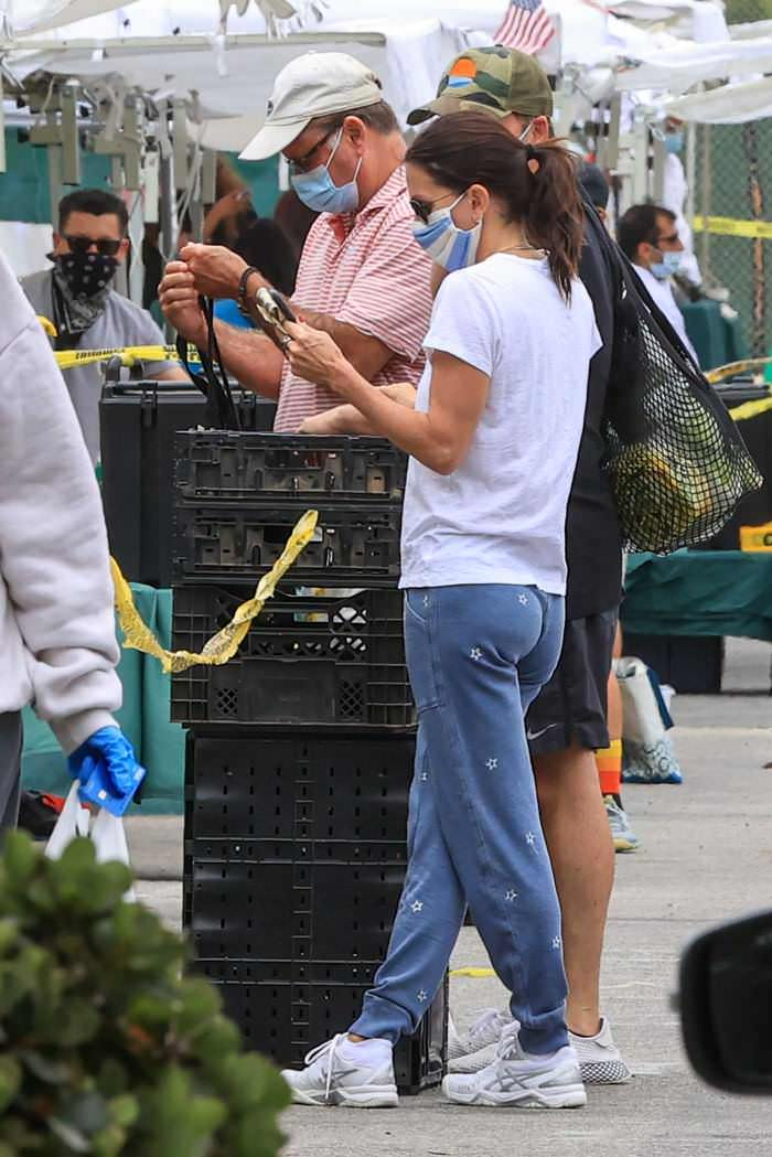 Courteney Cox Wearing a Mask While Out Shopping with BF