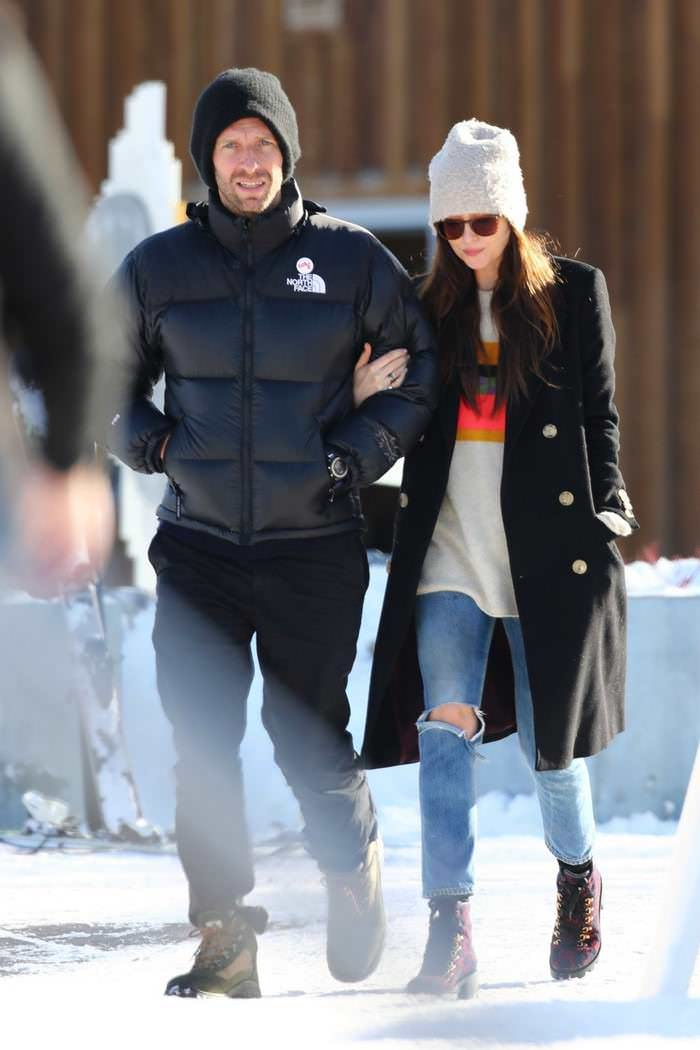Dakota Johnson Skiing in Aspen