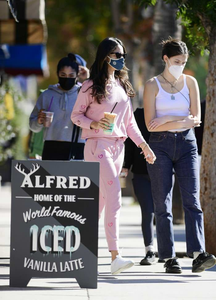 Eiza Gonzalez Looked Cute as She Went for a Coffee in a Pink Sweatsuit