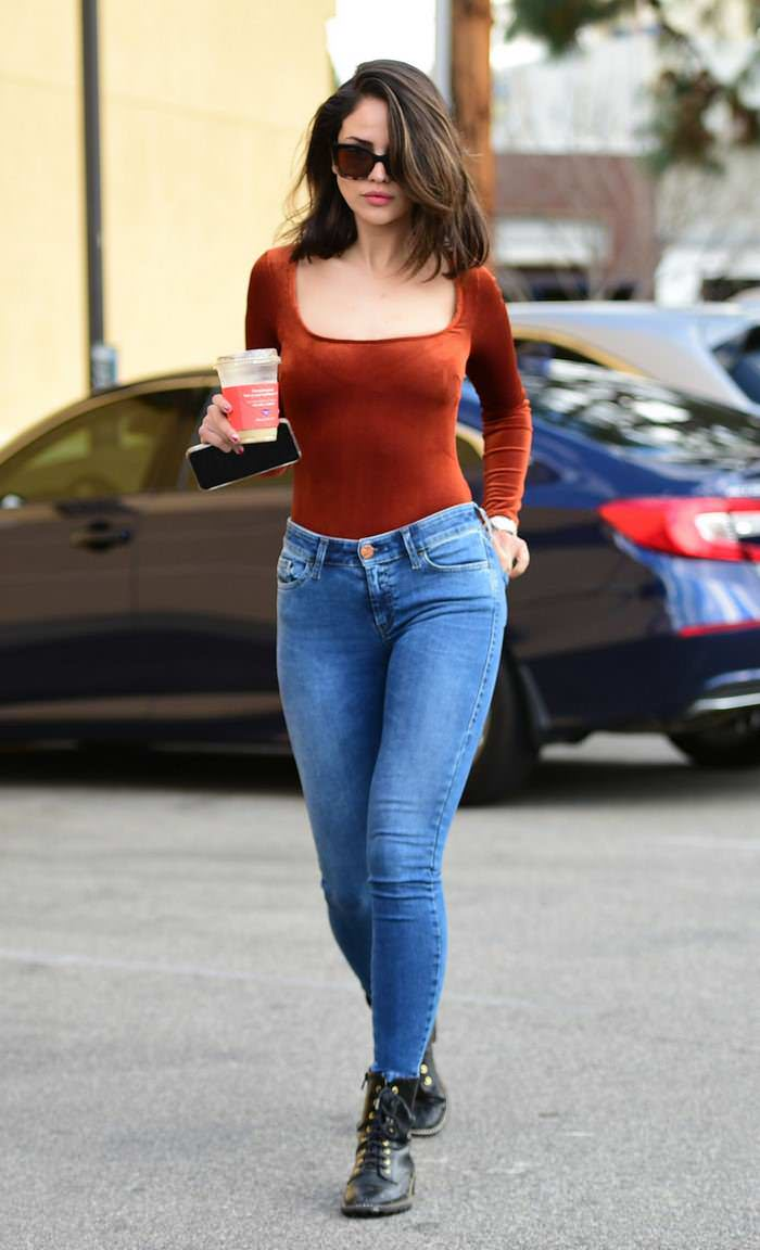 Eiza Gonzalez Out on Coffee Date with her Mother in LA