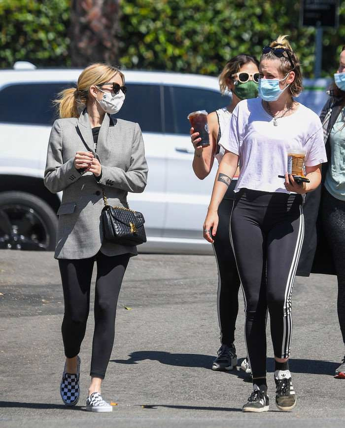 Emma Roberts Meets Up with Kristen Stewart for Coffee in LA