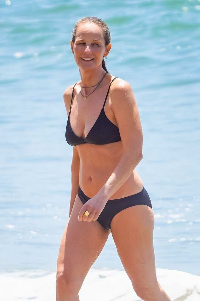 Helen Hunt Flaunts her Phenomenal Figure in Black Bikini in Malibu