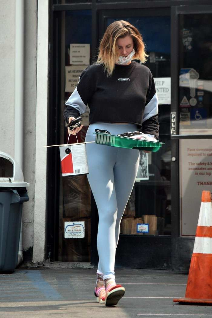 Ireland Baldwin Shows Off Her Fit Figure in Sports Outfit