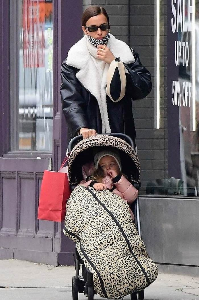 Irina Shayk Looks Chic While Stroll in New York with her Daughter Lea