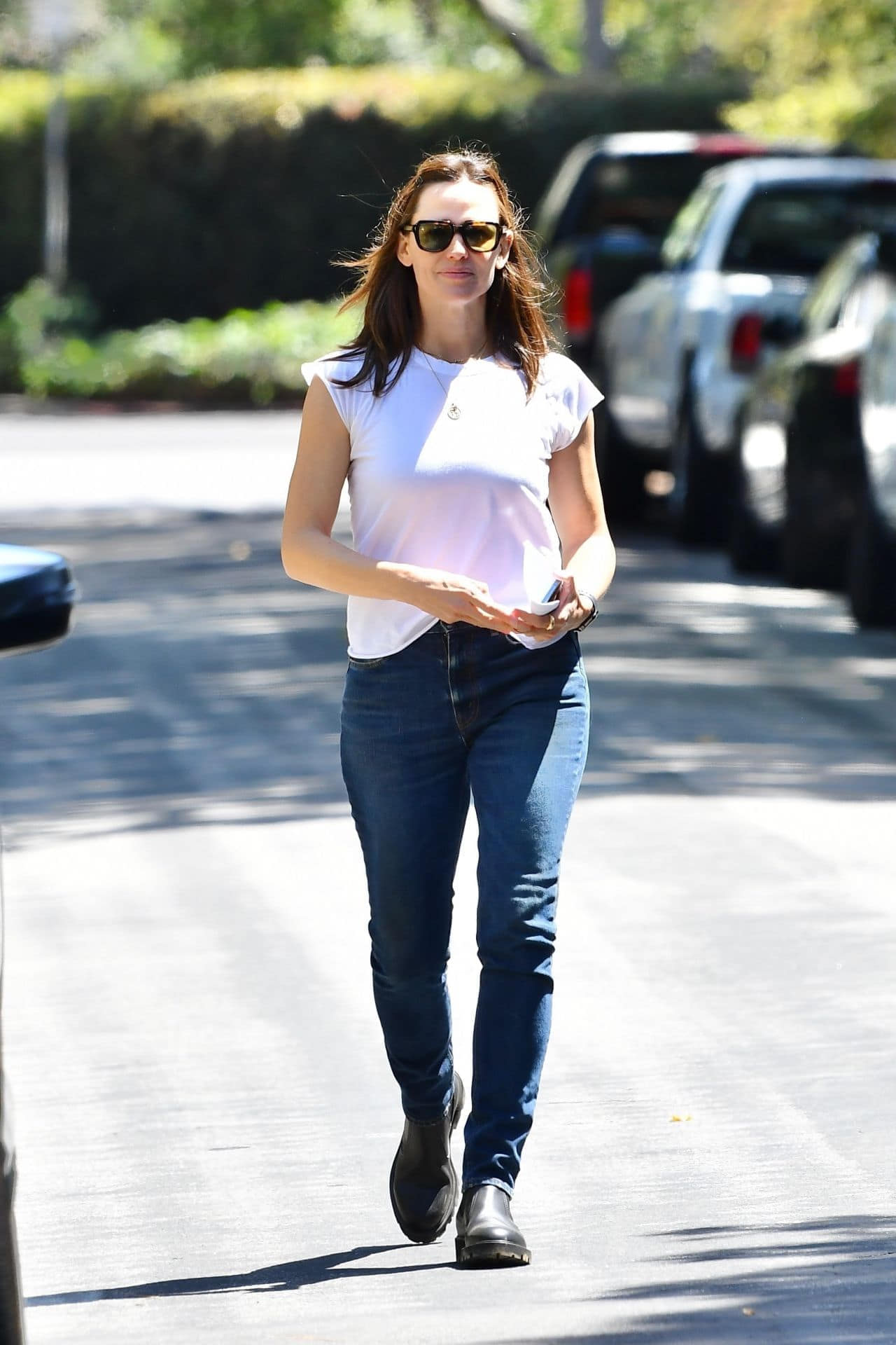 Jennifer Garner Looks Cozy while Running Errands in Brentwood