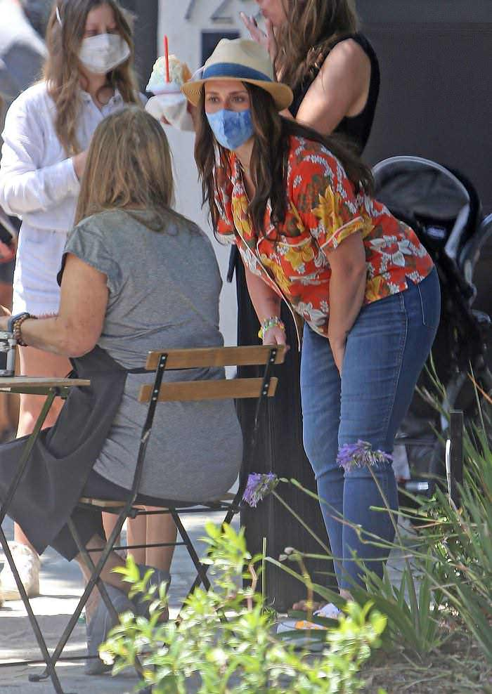 Jennifer Love Hewitt Enjoy a Shaved Ice Party in her Front Yard
