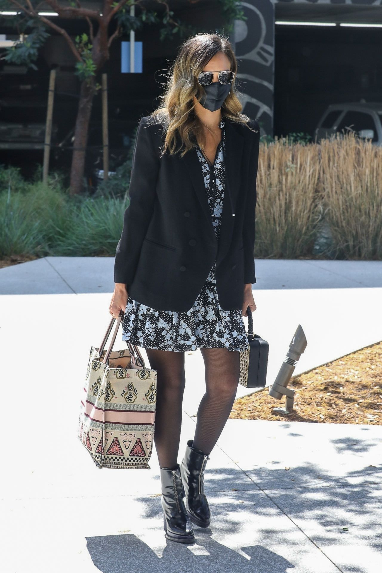 Jessica Alba Looking Stylish in Spring Outfit