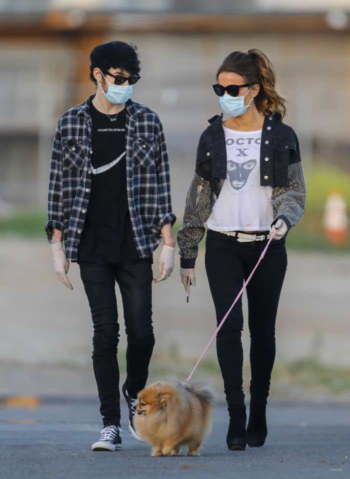 Kate Beckinsale Enjoys in a Stroll with BF Goody Grace