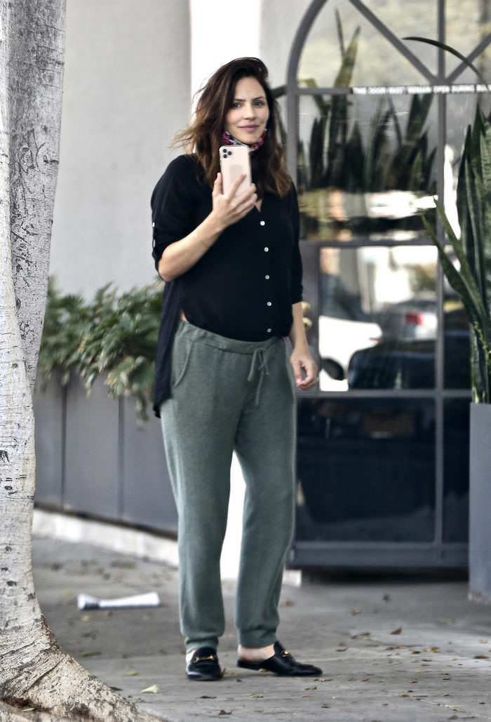 Katharine McPhee Stops To Take A Phone Call Outside A Beauty Salon In LA