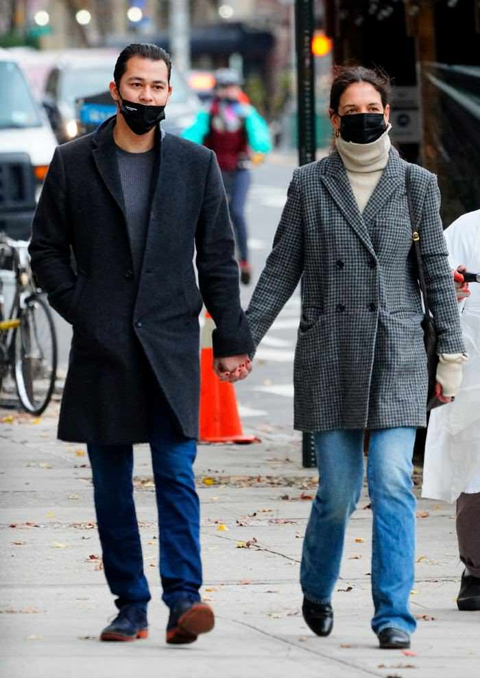 Katie Holmes Looks Chic as She Strolls Hand in Hand with her Boyfriend in NY
