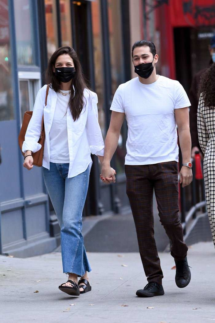 Katie Holmes Sports a Casual Look while on a Walk with Emilio Vitolo Jr. in NY