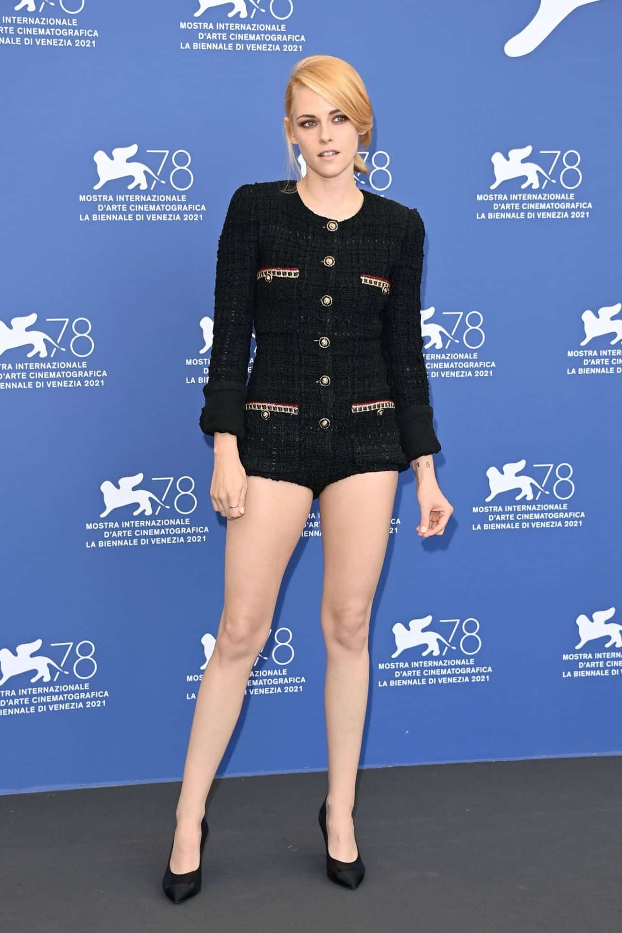 Kristen Stewart Made a Stylish Entrance to the Photocall for the New Movie Spencer