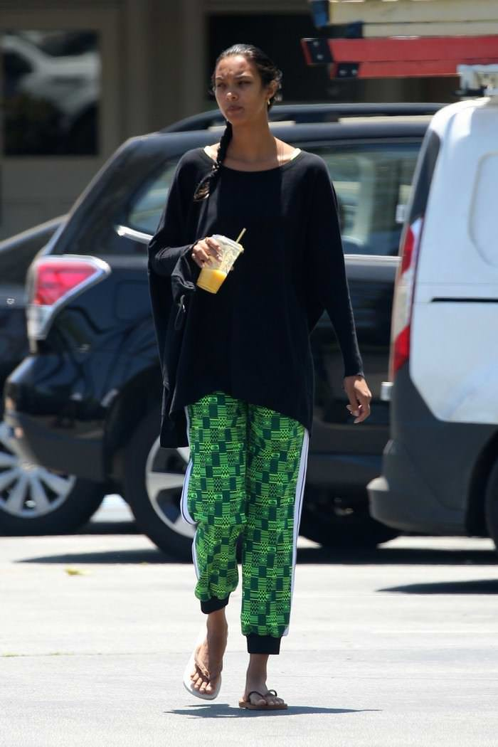 Lais Ribeiro in Flip Flops While Shopping in Malibu