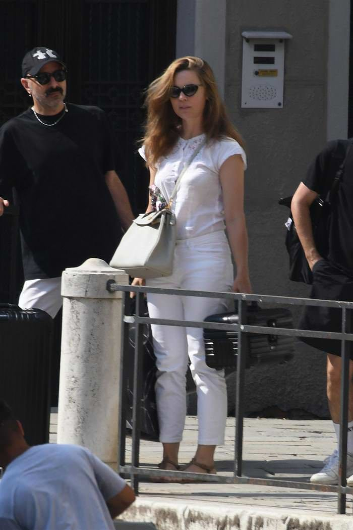 Melissa George Looks Chic as She Enjoys Shopping in Italy