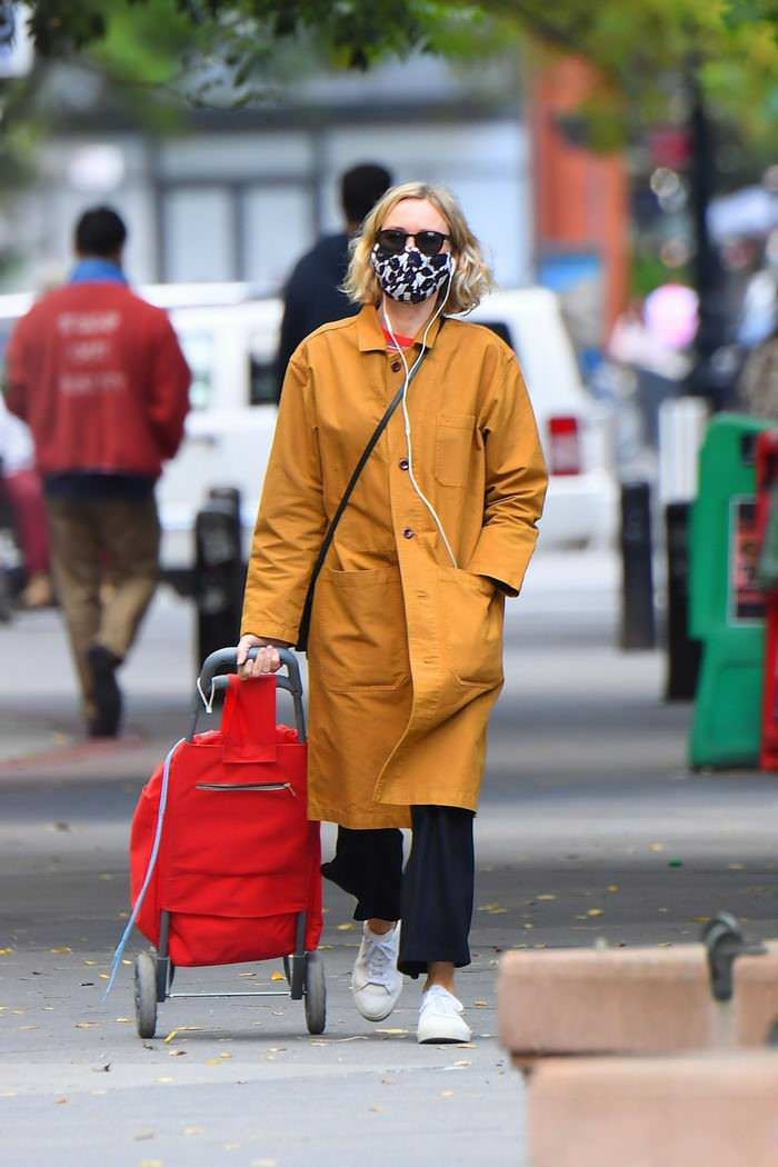 Naomi Watts Looks Stylish in a Yellow Coat while Shopping in Tribeca