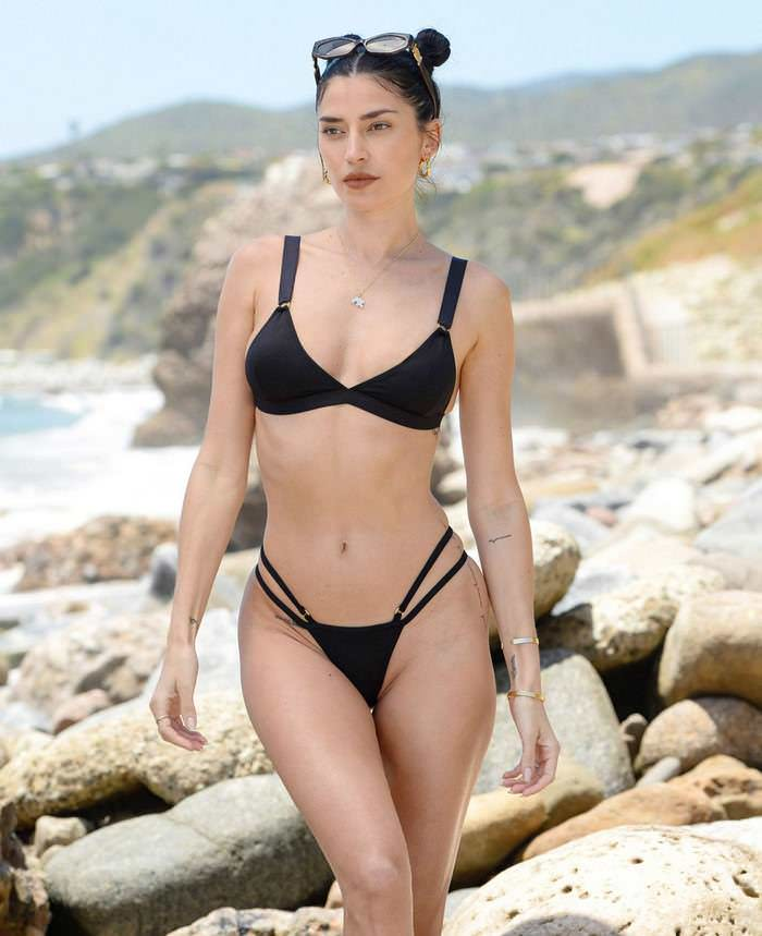 Nicole Williams Flaunts Toned Form in Tiny Black Bikini