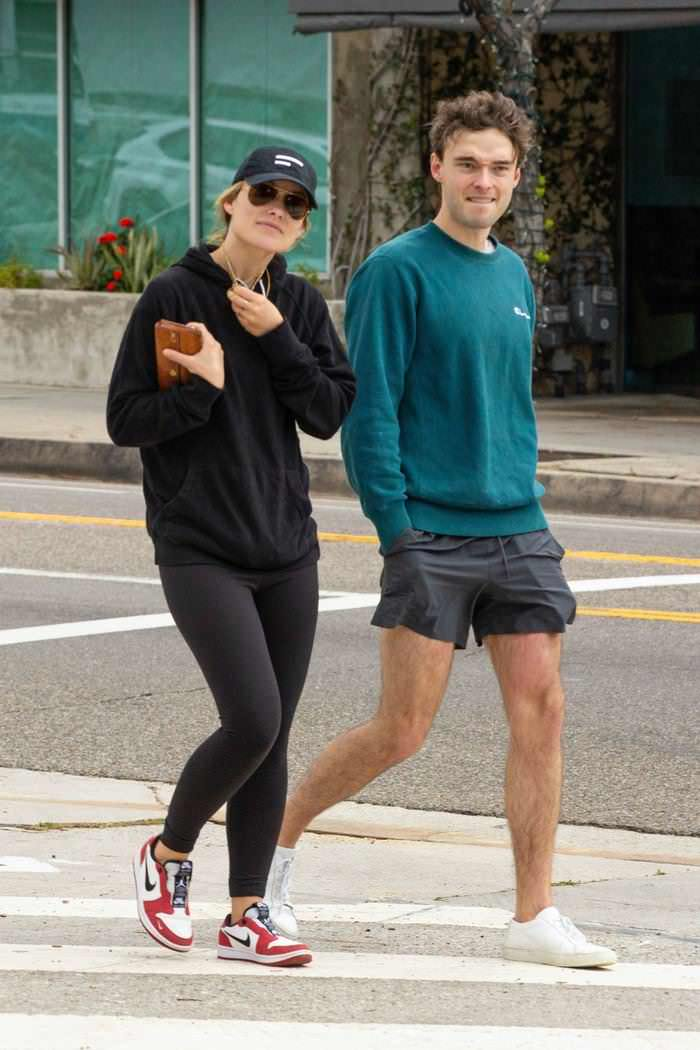 Olivia Wilde With her Brother Strolling Around Silver Lake