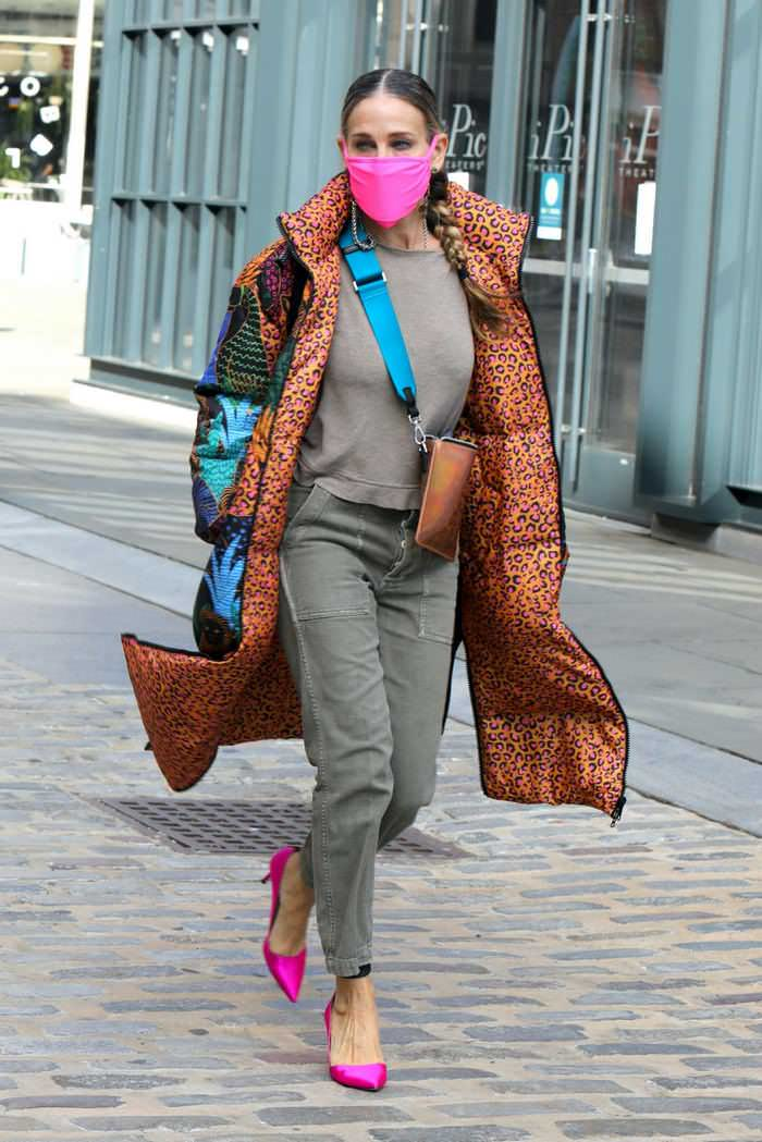 Sarah Jessica Parker Looks Trendy As She Arrives In Her Shoe Store In NY