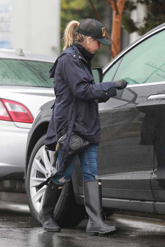 Sarah Michelle Gellar Leaves Bristol Farms in Brentwood