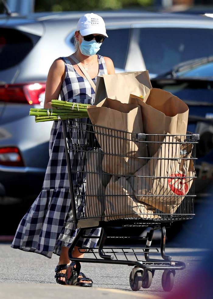 Scarlett Johansson in a Checkered Sundress Leaving the Grocery Store