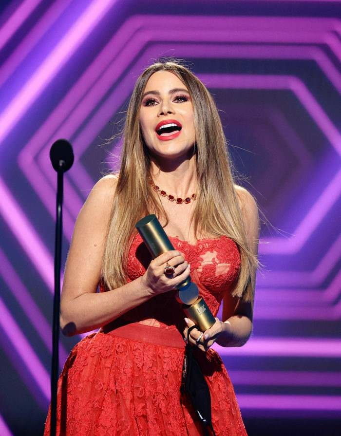 Sofia Vergara Accepts Her Final People's Choice Award For Modern Family