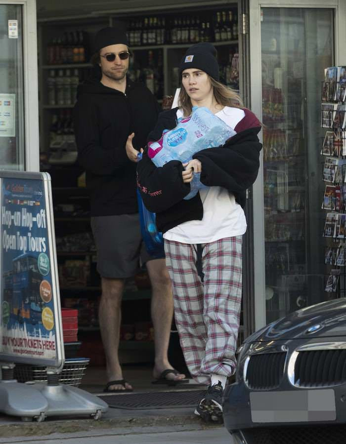 Suki Waterhouse in Baggy T-shirt Shopping in London