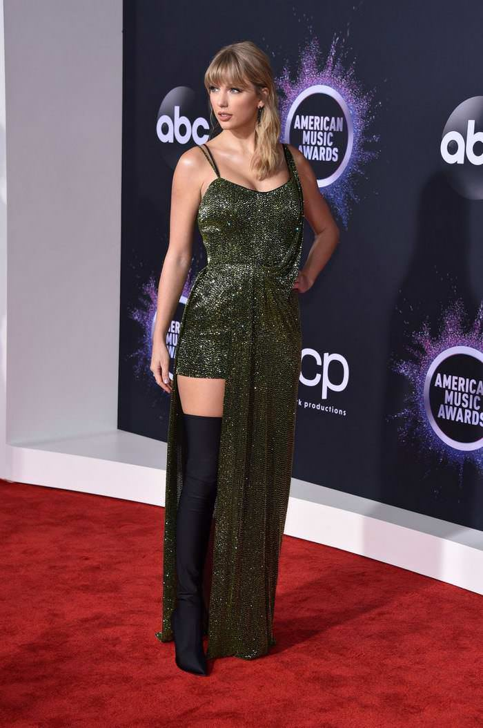 Taylor Swift at American Music Awards 2019 at Microsoft Theater in LA
