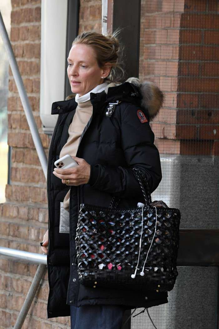 Uma Thurman Signed Autographs Outside her Hotel in New York