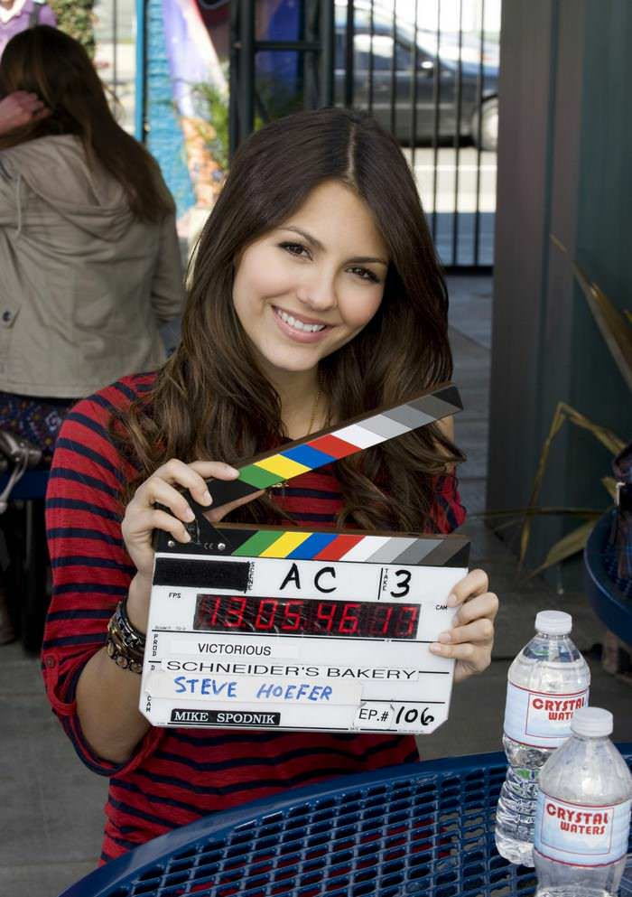 "Victoria Justice Shared Beautiful Old Photos from ""Victorious"" Set"
