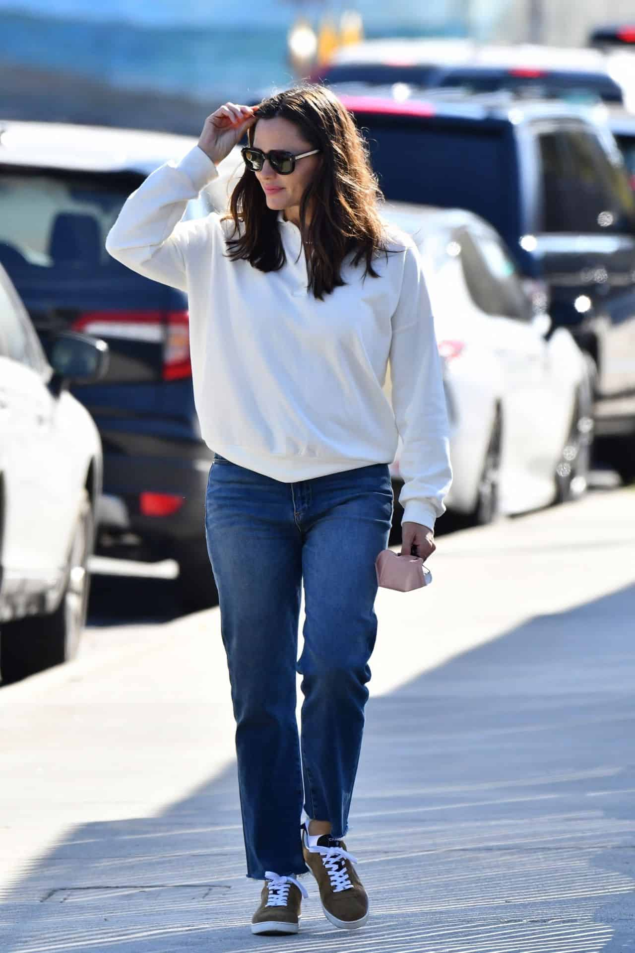 Jennifer Garner Sports a Casual Look as she Arrives at her Son's School