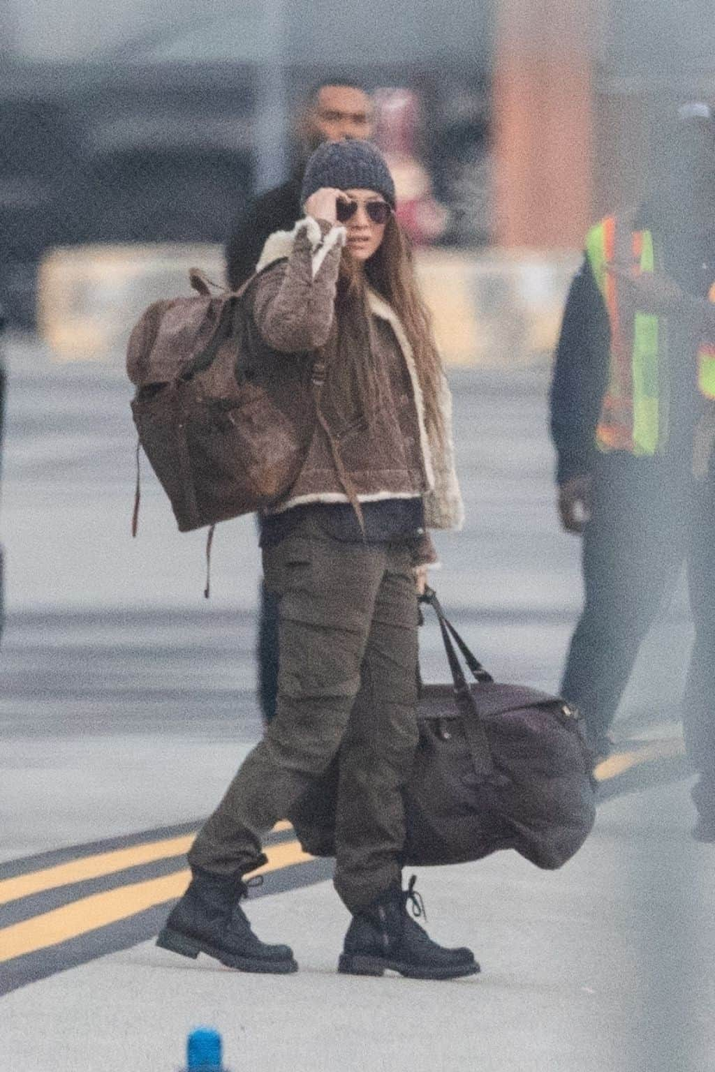 """Jennifer Lopez Donned a Rugged Look on the Set of """"The Mother"""" in Vancouver"""
