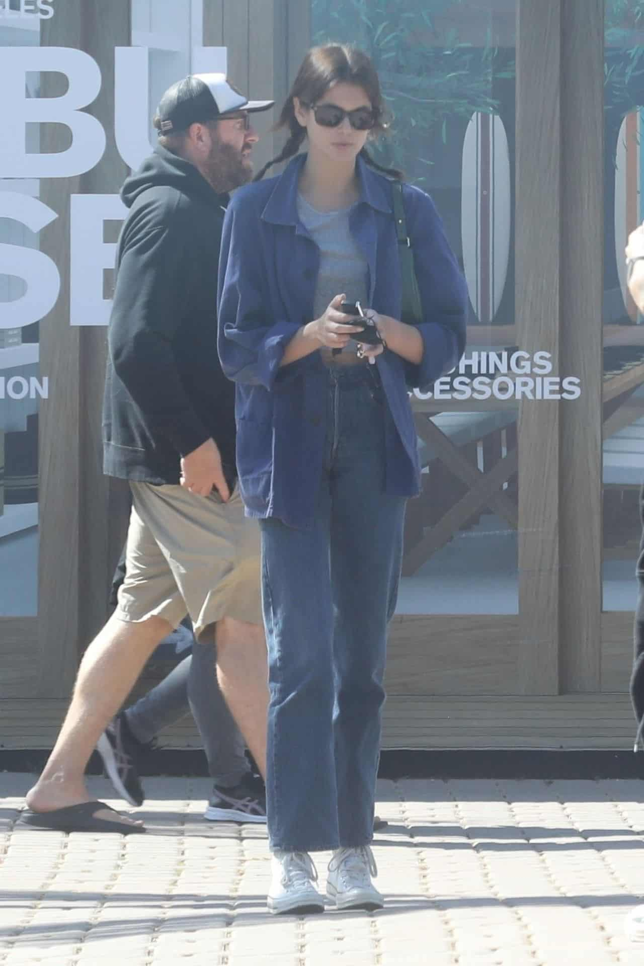 Kaia Gerber Hangs Out with her Brother and his Girlfriend at Cafe Habana