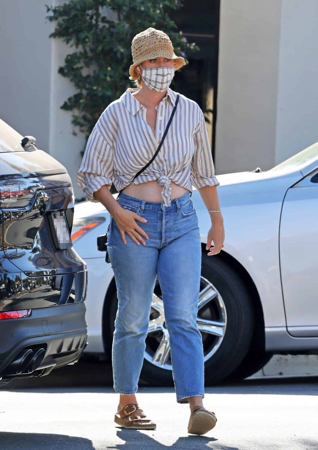 Katy Perry Sports a Casual Look while Shopping for Baby Supplies